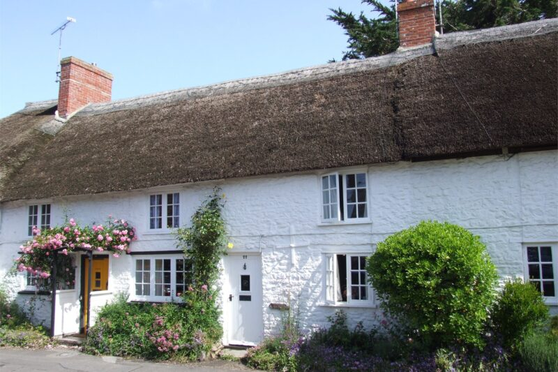 Charming 16th century Grade II listed thatched cottage