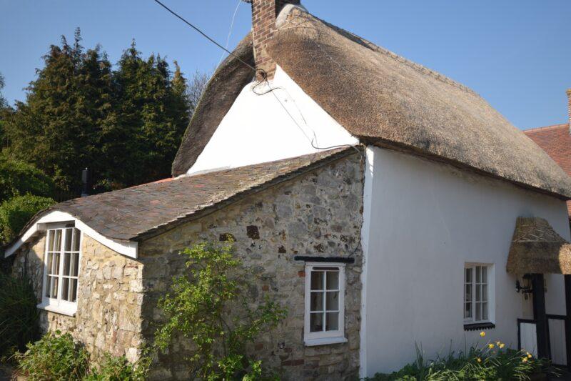 Thatch cottage in tranquil Dorset village