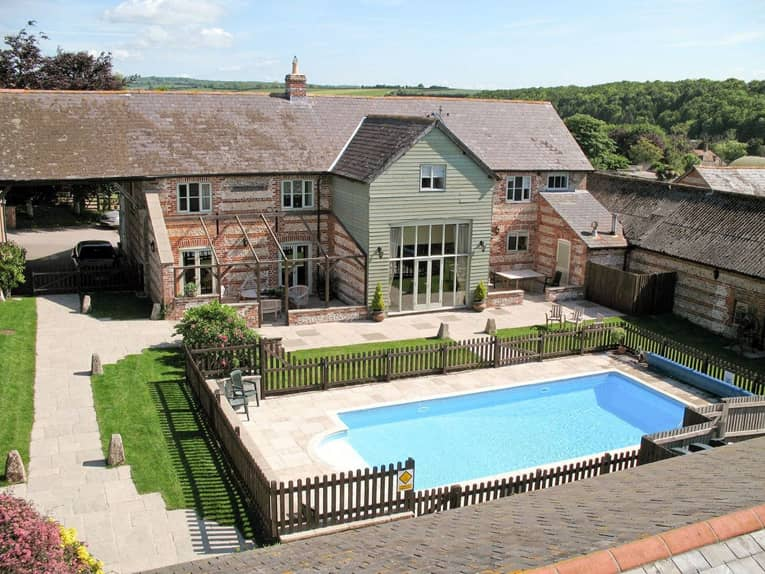 A stunning Dorset property with swimming pool
