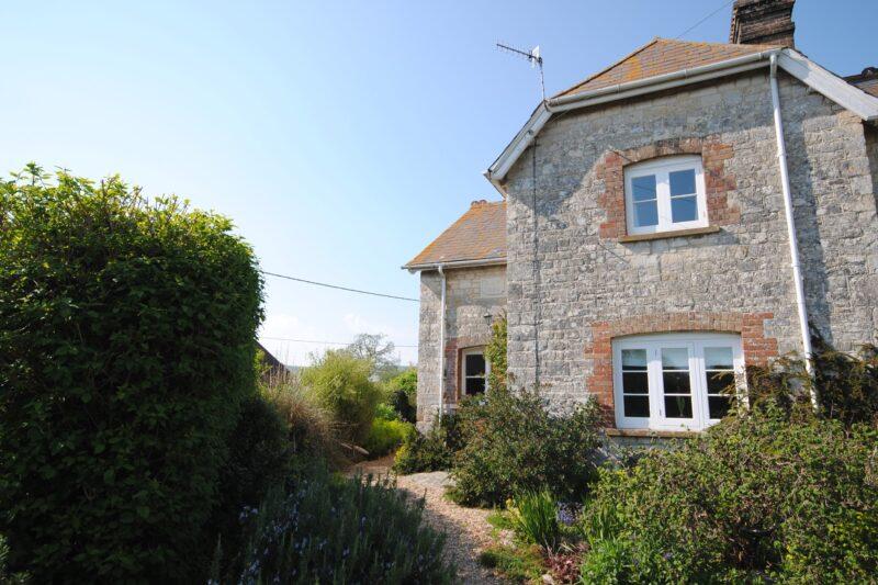 Wonderfully presented cottage
